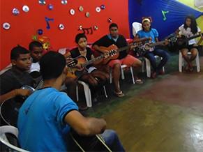 Aulas de música (Foto: Divulgação/ Pé de Arte, Cultura e Educação)