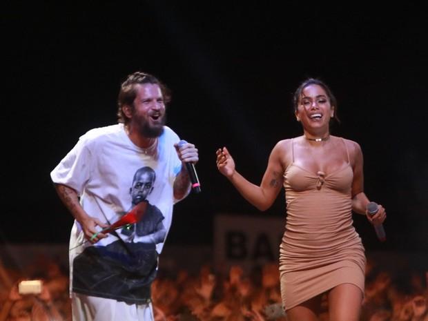 Saulo Fernandes e Anitta em show em Salvador, na Bahia (Foto: Fred Pontes/ Divulgação)