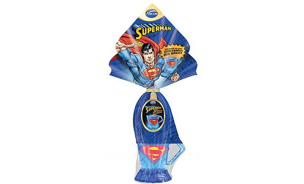 Essa sugestão é ideal para alegrar os meninos. A Arcor traz o Superman para a Páscoa e o ovo ainda vem com uma caneca que brilha. R$ 34,99 | 150 gramas (Foto: Divulgação)