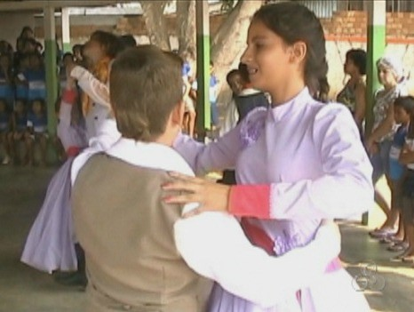 Apresentações de dança fazem parte da comemoração (Foto: Bom Dia Amazônia)