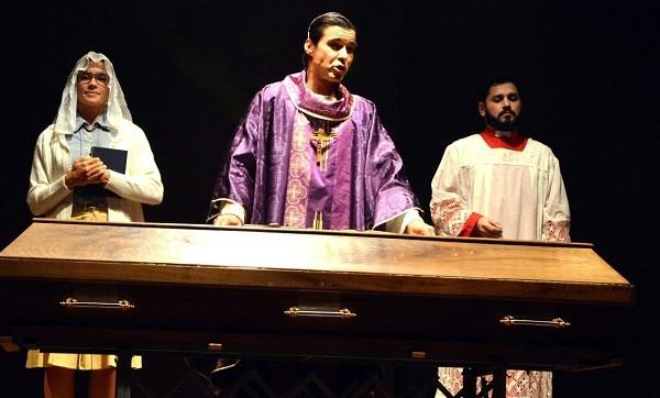 Amandha Lee, André Gonçalves e Rodolfo Mesquita estrelam a tragicomédia (Foto: Reprodução)
