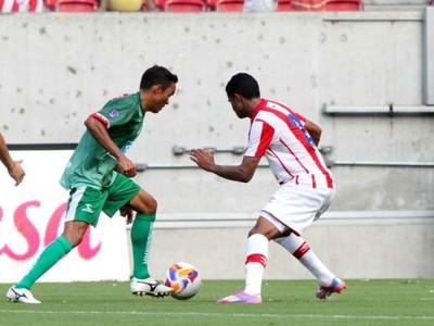 Lúcio fez uma boa estreia com a camisa do Salgueiro (Foto: Marlon Costa/FPF)