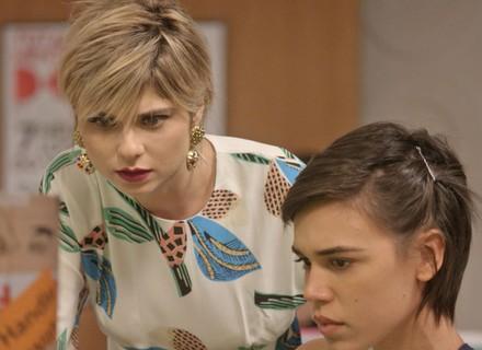 Leila recebe foto de Eliza com Rafael, mas desiste de publicar