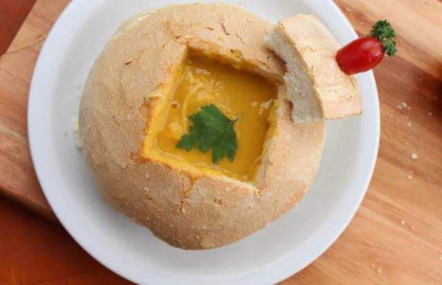 Sopa de batata baroa com frango (Foto: Divulgação)