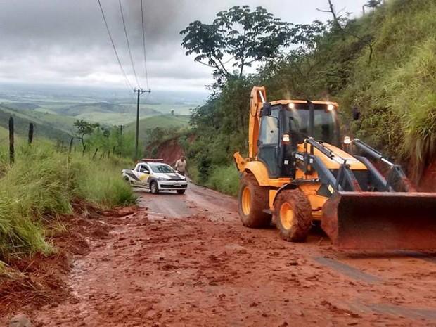 Rodovia do Livro, que liga Caçapava a Monteiro Lobato tem riscos de novos deslizamentos (Foto: Divulgação/ Defesa Civil Caçapava)