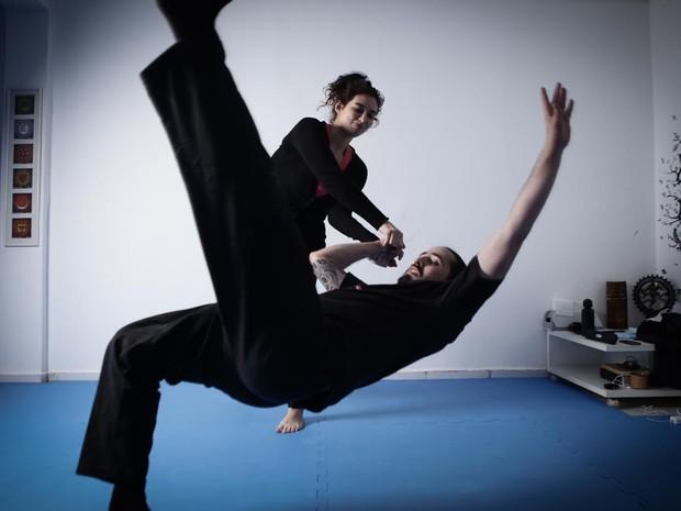 Giovana Camargo e Luiz Amorim, instrutores de curso de auto-defesa para mulheres em São Paulo (Foto: Caio Kenji/G1)