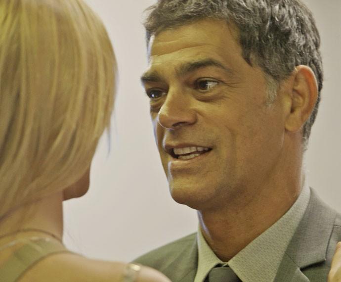 Orlando fica feliz com decisão da loira (Foto: TV Globo)