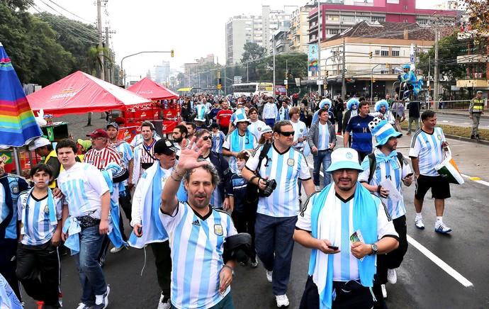 torcida da Argentina em Porto Alegre (Foto: EFE)