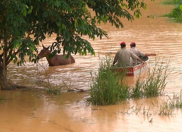Chuva em salvador (Foto: Imagens/ TV Bahia)