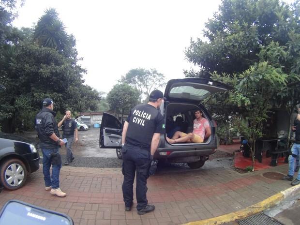 Seis homens foram presos na operação (Foto: Polícia Civil/Divulgação)