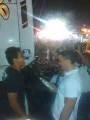 Equipe da Operação Lei Seca fiscalizou motoristas de trios elétricos durante a primeira noite do Carnatal (Foto: Divulgação/Polícia Militar)