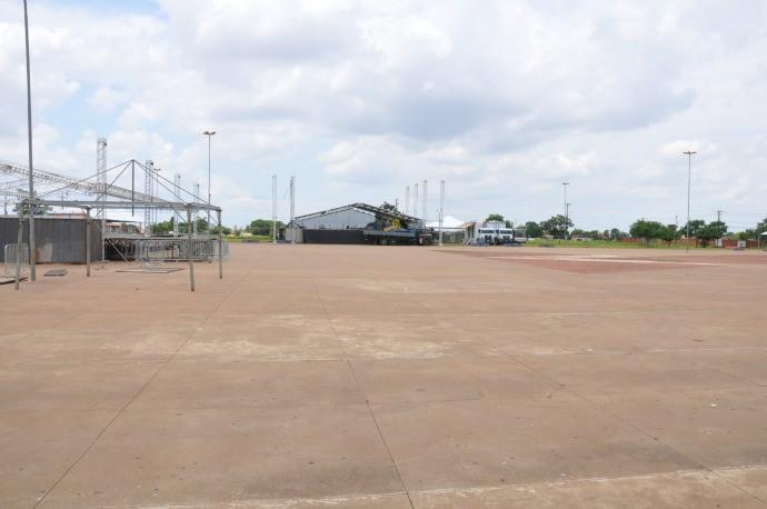 Estrutura do 'Show de Verão' começa a ser montada em Campo Grande (Foto: David Gutierres/TV Morena)