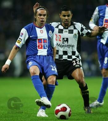 Adriano Louzada em 2006, com a camisa do Porto (Foto: Octávio Passos/Gazeta Press)