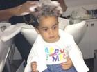 Filha de Scheila Carvalho faz unhas e  cabelo para aniversário de dois anos