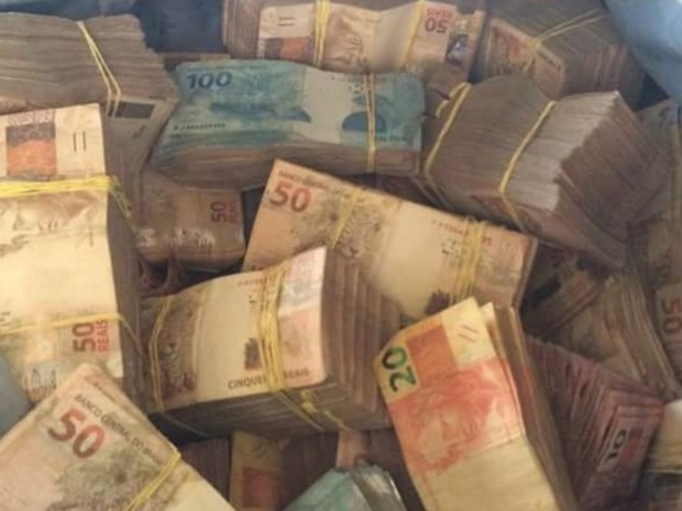 Preso suspeitos de fazer gerente de banco refém e roubar R$ 600 mil em Goiás (Foto: Divulgação/PM)