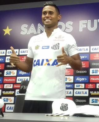 Kayke é apresentado no Santos (Foto: Lucas Musetti)