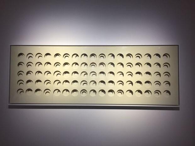 """Na galeria italiana Tornabuoni Art, o destaque fica por conta das obras de Paolo Scheggi, pupilo de Lucio Fontana. Aqui, """"Intersuperficie curva bianca (Foto: Taissa Buescu)"""