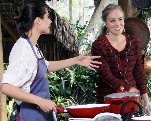 Angélica e Fernanda se divertem durante a gravação do Estrelas (Foto: Estrelas/TV Globo)