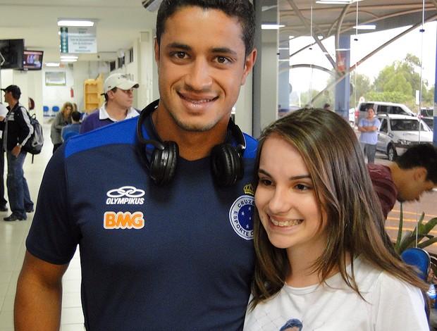 Andrielli, fã do zagueiro Léo, do Cruzeiro (Foto: Marco Antônio Aston / Globoesporte.com)
