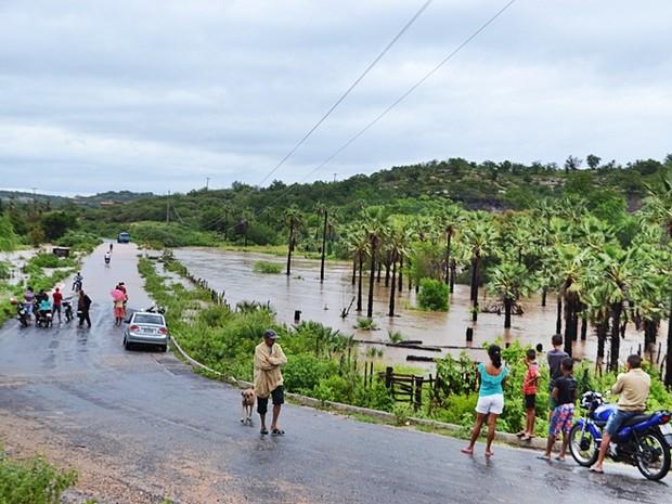 Rodovia no Sul do Piauí ficou interditada em seis trechos (Foto: Divulgação/Prefeitura de Massapê)