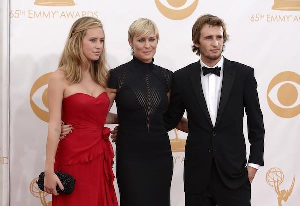 Robin Wright com os filhos, Dylan e Hopper (Foto: Getty Images)