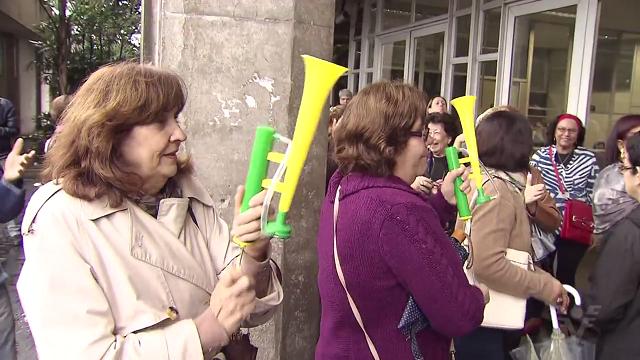 Aposentados e pensionistas protestam em Cubatão (Foto: Reprodução/TV Tribuna)