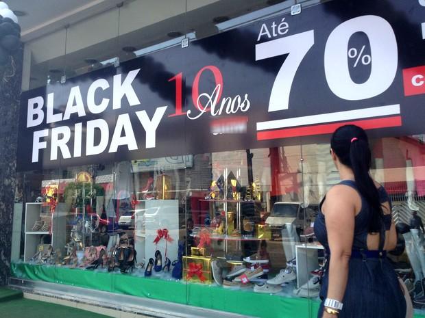 47ea5b7f71 Lojistas promovem descontos em produtos para atrair clientes (Foto  Jéssica  Alves G1)