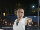Claudia Leitte mostra as pernocas durante show em São Paulo