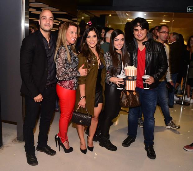 Leonardo Lessa (namorado de Camilla), Zilu Godói, Camilla Camargo, Amabylle Eiroa (noiva de Ygor) e Igor Camargo (Foto: Leo Franco/AgNews)