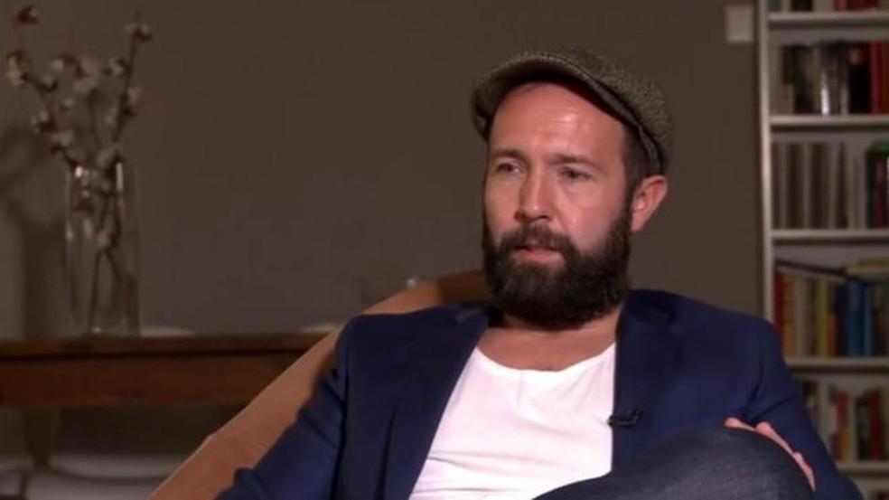 Marcel Langedijk diz que seu irmão sofria muito por causa do vício em álcool (Foto: BBC)