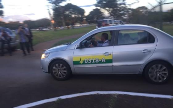 Luciano Coutinho deixa a Superintendência da PF em Brasília (Foto: Marcelo Rocha/ÉPOCA)