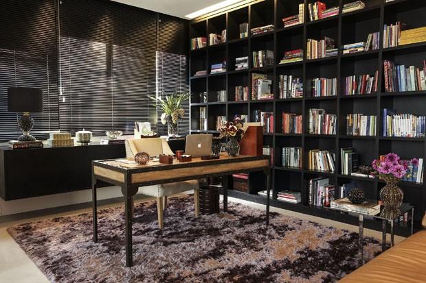 Escritório masculino: dicas para resolver a decoração (Foto: Julio Acevedo)