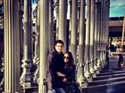 Só love! Enzo e namorada posam em museu nos Estados Unidos