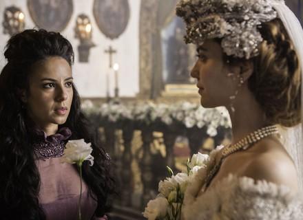 Branca entrega flor do buquê  e provoca Joaquina após casório