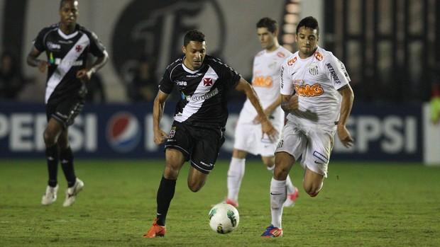 Eder Luis Vasco x Santos (Foto: Márcio Alves / O Globo)