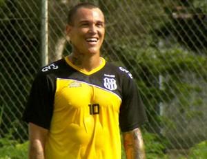 Leandrão, atacante da Ponte Preta, durante treino (Foto: Reprodução EPTV)