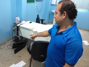 Diretor da UPA diz que culpa é da prefeitura que não contrata mais médicos (Foto: Ivanilson Tolentino/G1)