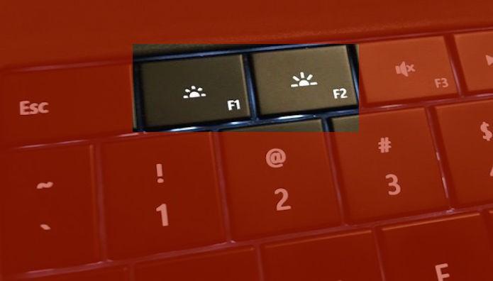Teclas de ajuste de brilho da tela em um notebook (Foto: Montagem/Edivaldo Brito)