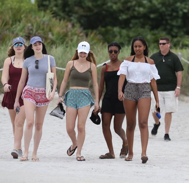 Sasha Obama curte férias em praia de Miami  (Foto: Grosby Group)