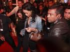 Vídeo: Saída tumultuada de Rihanna é confundida com arrastão no Rio