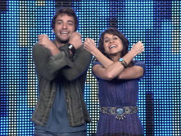 Davi e Manu repetem o gesto de Princesa Shelda para o desafio 9 do Filma-e: Cabunga! (Foto: Parker TV)