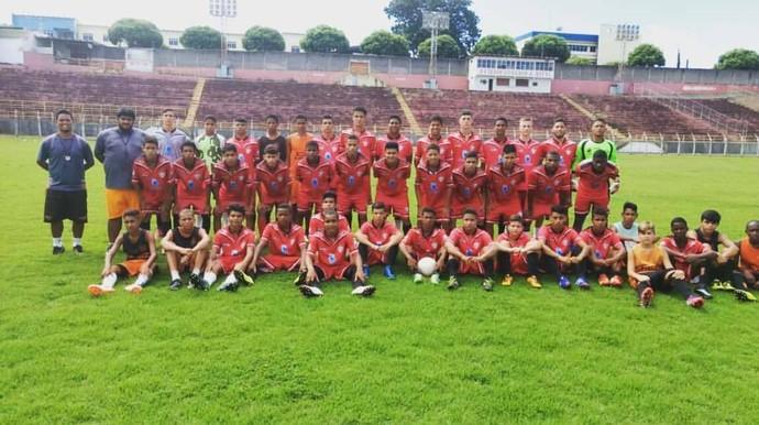 Equipes sub-17 e sub-15 do Tigres do Brasil, que irá representar o Aracruz no Capixabão das categorias (Foto: Reprodução/Arquivo pessoal)
