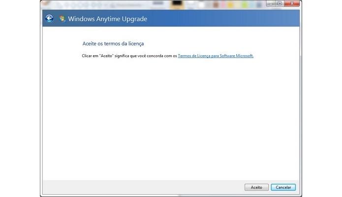 Aceitação dos termos da licença de uso do Windows (Foto: Reprodução/Raquel Freire)