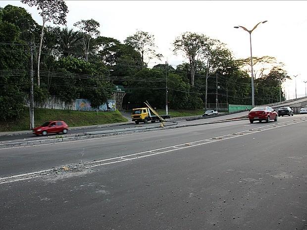 Fato ocorreu nas proximidades do viaduto da Av. Rodrigo Otávio (Foto: Sérgio Rodrigues/G1 AM)