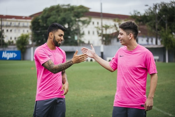 """BLOG: Inspirado em Cristiano Ronaldo, Gabigol """"troca de vida"""" com torcedor santista"""