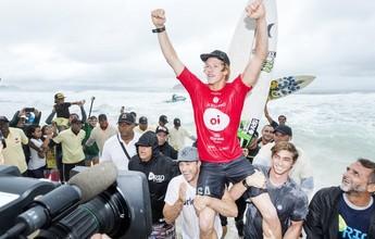 Tubos, aéreos, chuva e John John nos braços da torcida: o dia final do Rio Pro