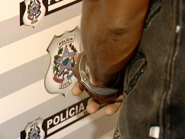 Suspeito de abusar de sobrinho é preso no ES (Foto: Reprodução/TV Gazeta)