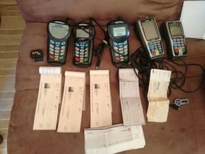 Vários equipamentos usados nos crimes foram apreendidos (Foto: Divulgação/Agência Alagoas)