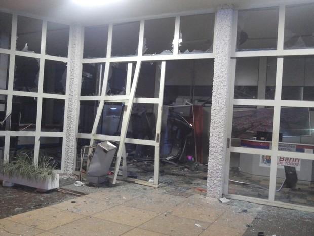 Caixas automáticos estavam dentro da Prefeitura de Bariri (Foto: Polícia Militar)
