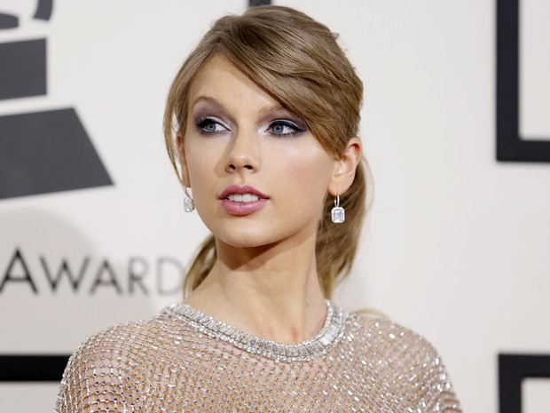 Cantora Taylor Swift comparece ao Grammy neste domingo (Foto: Reuters/Danny Moloshok)